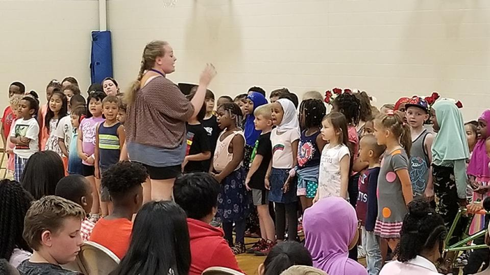 """Central Park Elementary kindergartners sang """"Thank You"""" to sixth graders"""